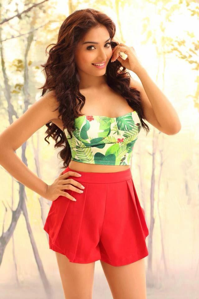 Aishwarya Devan hot Navel showing photos - latestcuteactress