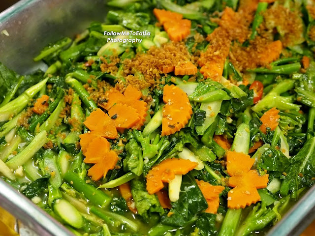 Steamed Kailan With Garlic & Oyster Sauce