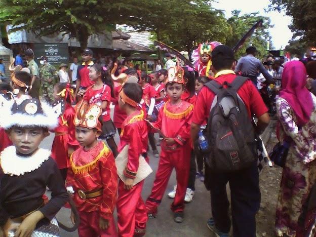 kostum cina SDN Lajukidul 2 karnaval Singgahan Tuban