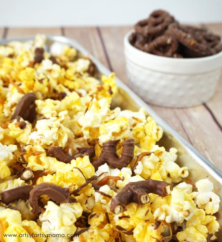 Chocolate Caramel Pretzel Popcorn #AllStarSnackBar