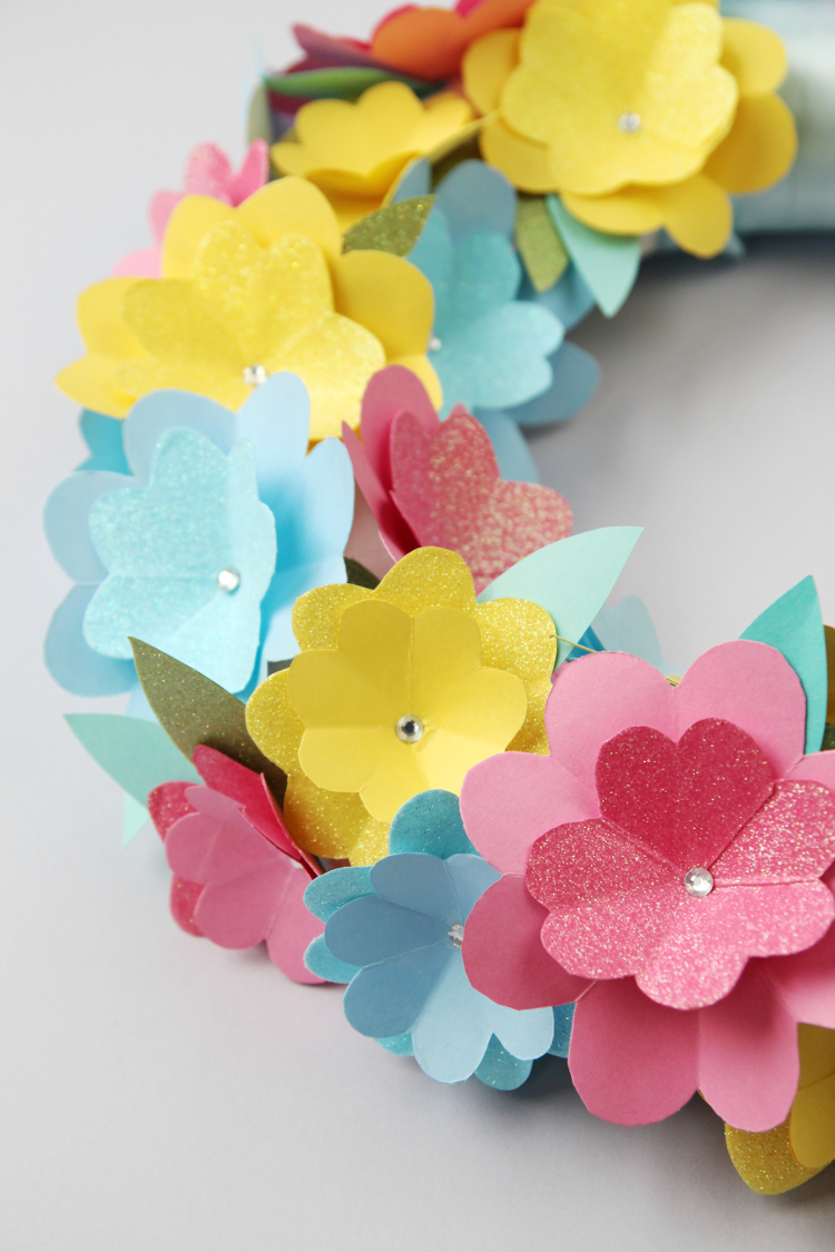 Diy Spring Paper Flower Wreath // close up