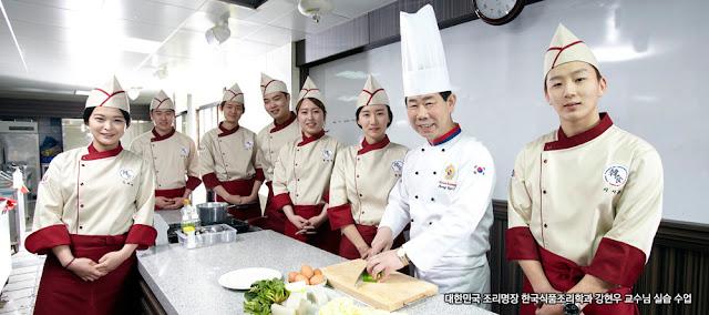 Khoa đào tạo đầu bếp chuyên nghiệp  là một trong những thế mạnh của trường