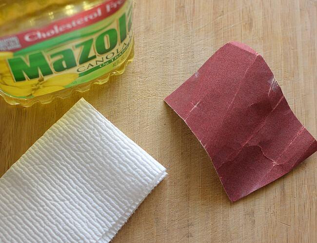 Cómo mantener las tablas para picar {de madera}, se lijan y se aplica aceite vegetal