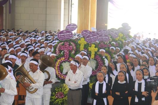Ngày thứ Ba: Kính viếng và cầu nguyện cho Đức cha Phanxicô Xaviê Nguyễn Văn Sang - Ảnh minh hoạ 10