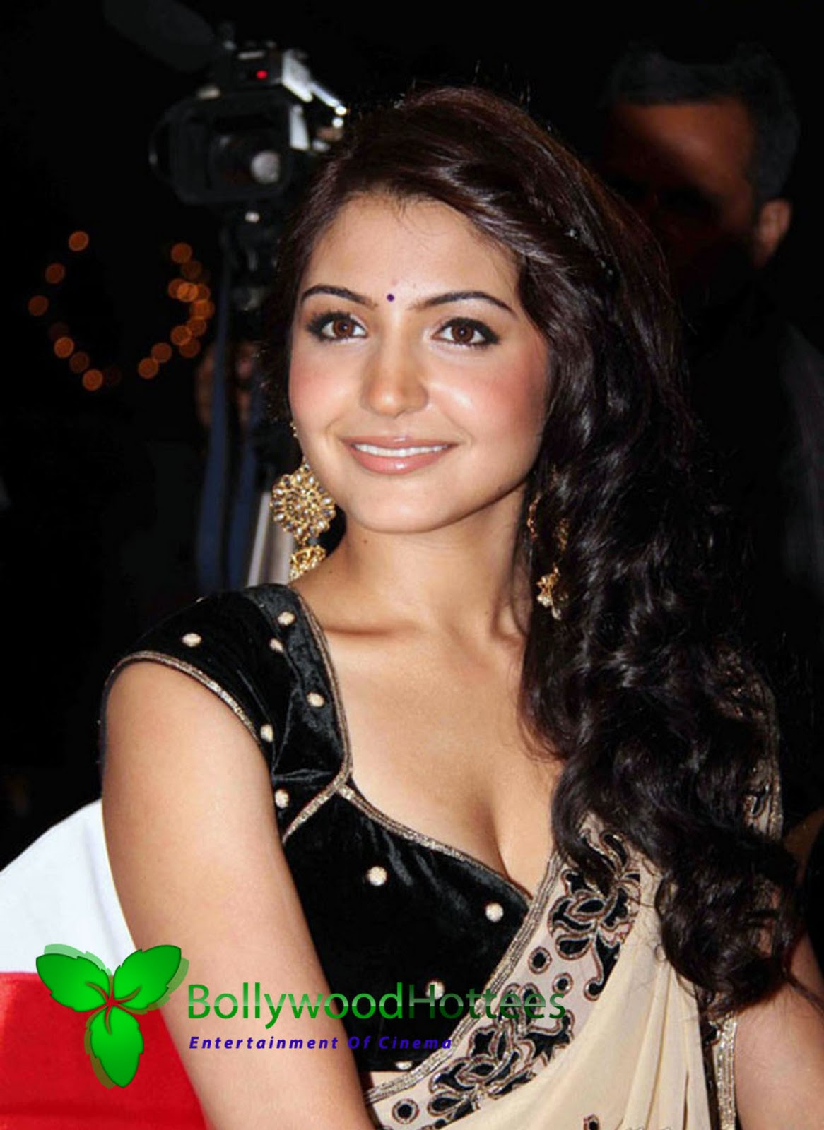 Anushka Sharma Saree: Actress Gallery Boom: HOT Anushka Sharma Stills