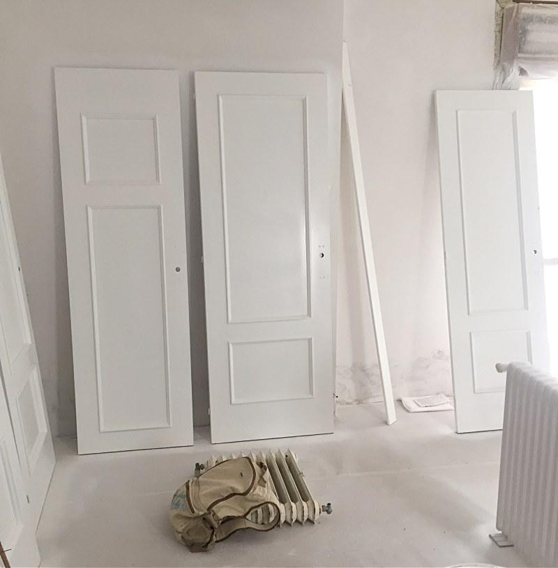 proceso pintar puertas y radiadores de blanco