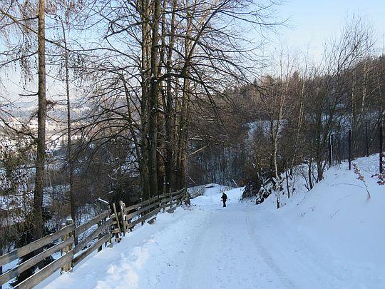 Droga przez osiedle Gacówki.