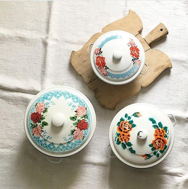 #collectandstyle, Instagrammer Jesse Lauzon, enamelware pots, floral enamelware pots