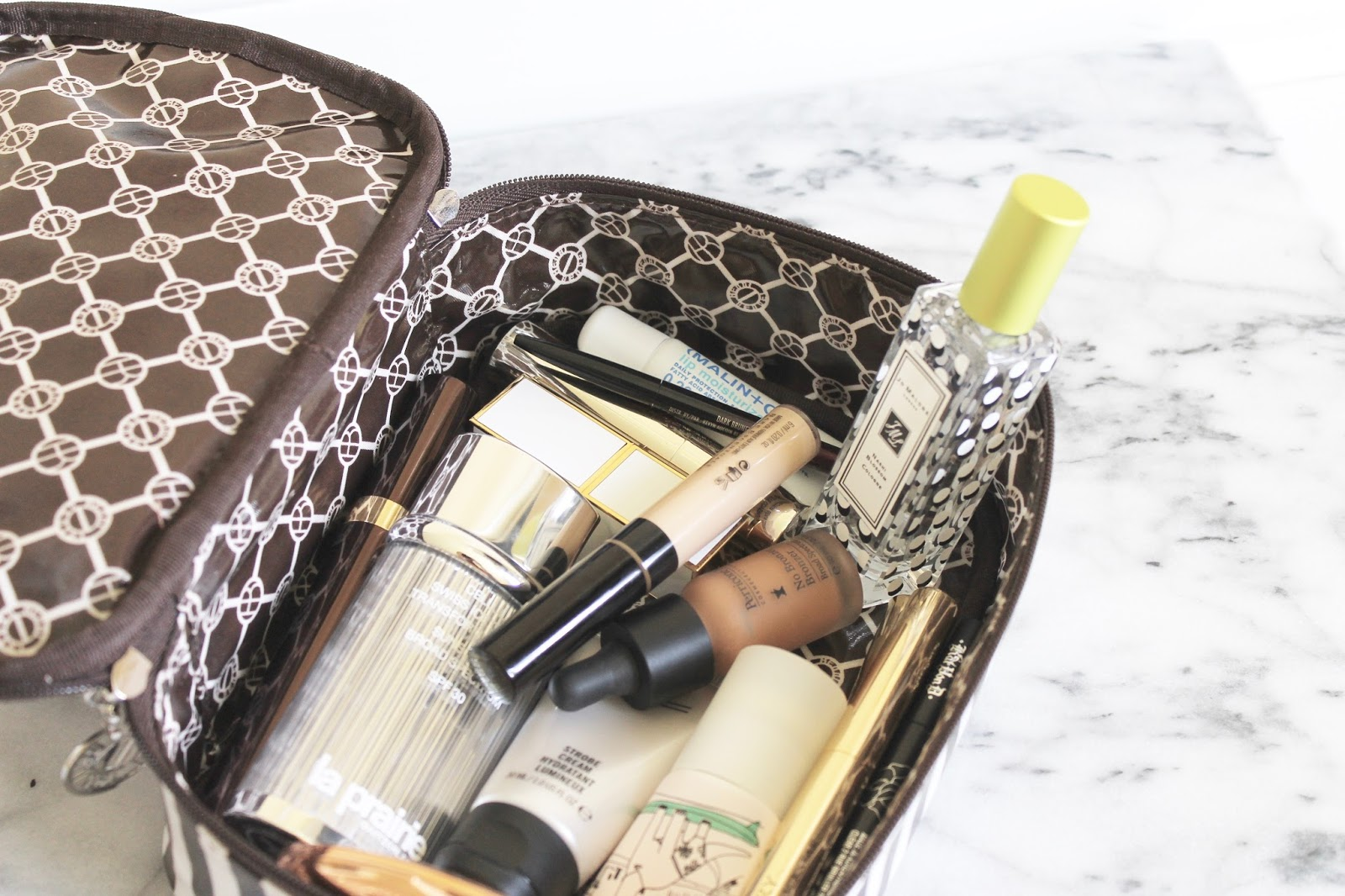 WHAT'S IN MY MEMORIAL DAY WEEKEND MAKEUP BAG