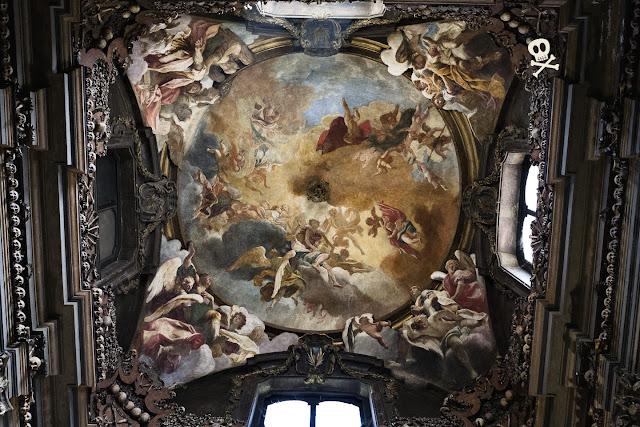 Fresco de Sebastiano Ricci para la bóveda de San Bernardino alle Ossa.