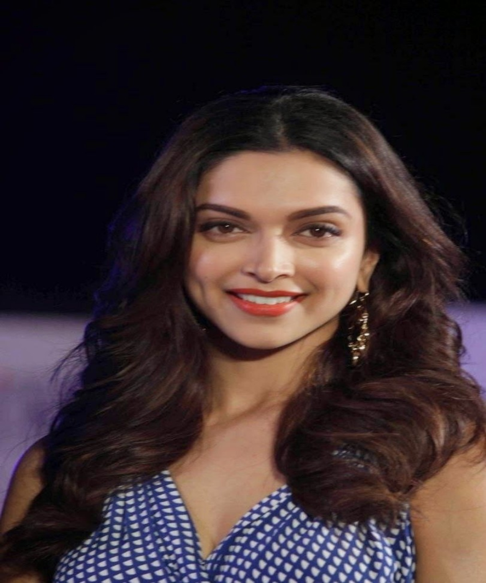 Deepika Padukone Beautiful Pictures Wallpapers