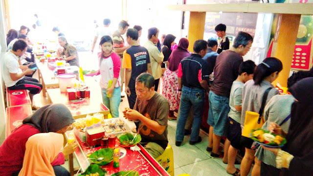 makan makanan khas cirebon mang dul