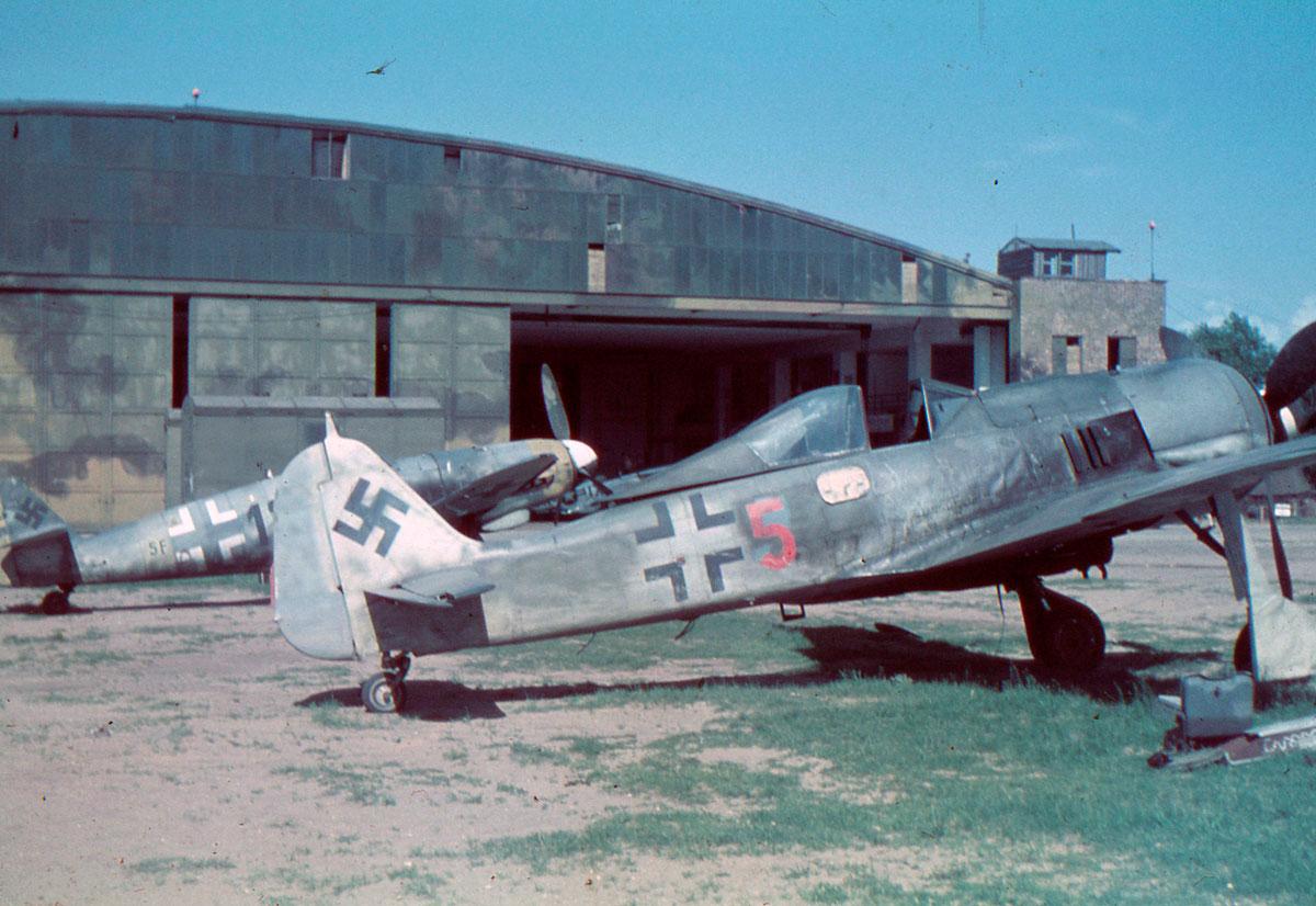 5JG261945-PW-DUXFORD--GERMAN-FW-190-ME-1