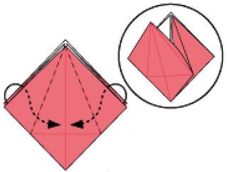 Bước 6: Gấp và nhét giấy vào trong giữa hai lớp giấy