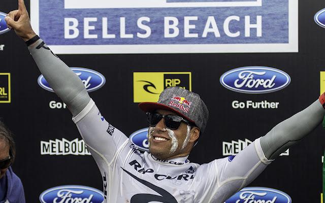 Adriano de Souza celebrando el título en Bells