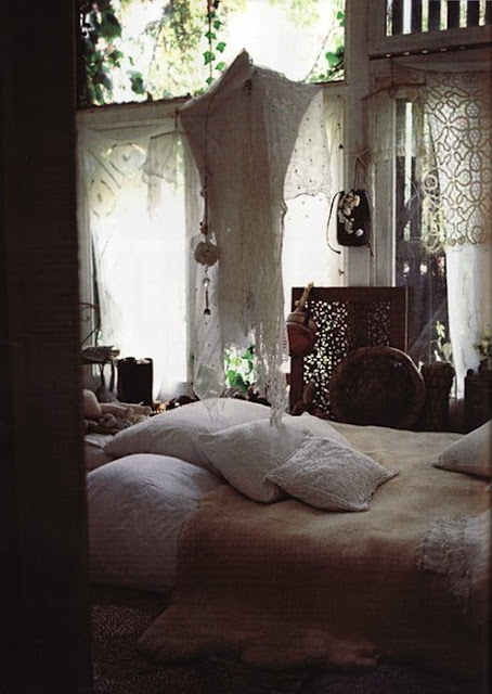 Romantic White Bedroom: Moon To Moon: Romantic Lace For Christmas