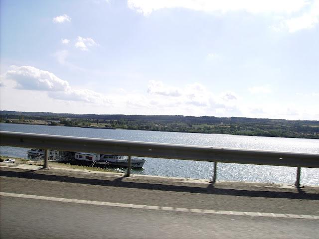 De-a lungul Dunării. Along Danube.