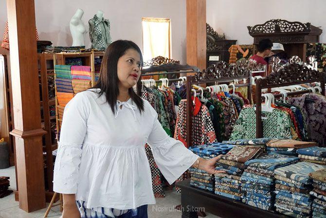 Salah satu pengusaha Batik Tulis di Desa Jarum