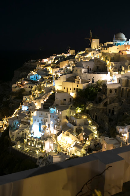 Mulini a vento ad Oia di notte-Santorini