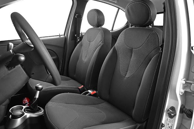 Chery New QQ - interior - espaço dianteiro