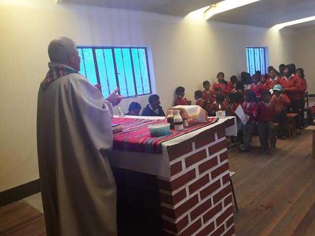 Schülermesse in der neuen Kapelle von Relave