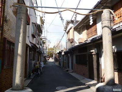 東成区の八阪神社注連柱