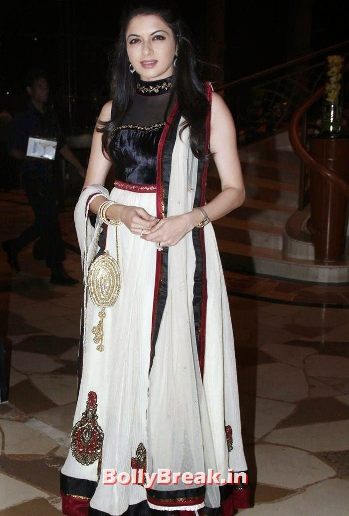 Bhagyashree, Mandira Bedi, Bhagyashree at 'Quantum Siege' Book Launch by Amitabh Bachchan