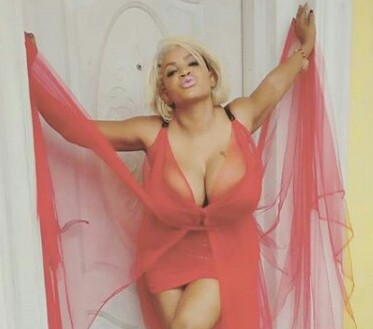 Cossy Orjiakor flashes her boobs as she welcomes her fans into the new month