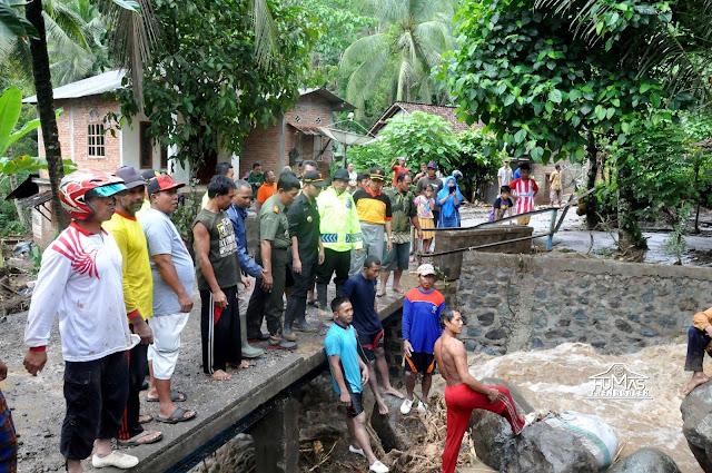 Bupati Trenggalek Pantau Langsung Bencana Alam dan Dampingi Pembukaan Jalur Kampak-Munjungan yang Tertimbun Longsor