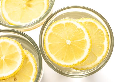 ماهي فوائد شرب الماء مع الليمون