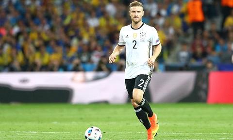 Shkodran Mustafi trong màu áo của đội tuyển Đức