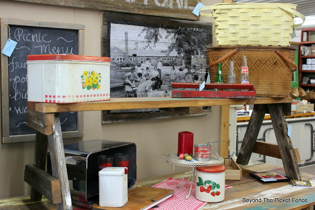 picnic display, vintage, pallet table, picnic basket, antiques, black and white photo, vintage sign, http://bec4-beyondthepicketfence.blogspot.com/2016/06/picnic-time.html