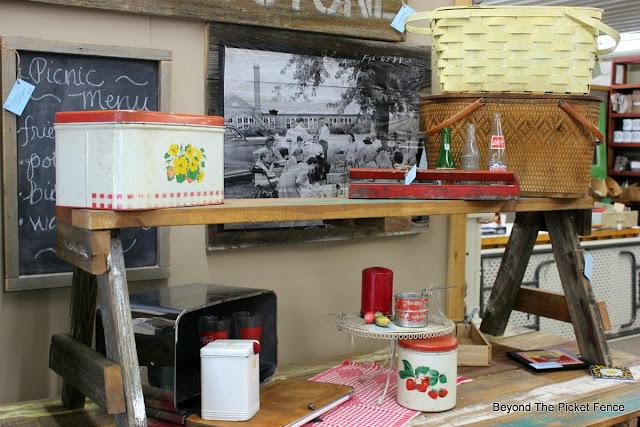 picnic display, vintage, pallet table, picnic basket, antiques, black and white photo, vintage sign, http://bec4-beyondthepicketfence.blogspot.com/2016/06/picnic-time.html