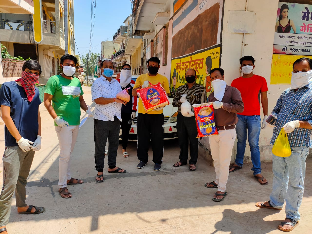 Jhabua News- भाजपा कार्यकर्ता द्वारा खाद्य सामग्री एकत्रित कर जरुरतमंदो तक पहुंचाई जा रही