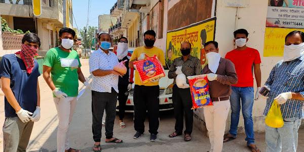 भाजपा कार्यकर्ता द्वारा खाद्य सामग्री एकत्रित कर जरुरतमंदो तक पहुंचाई जा रही