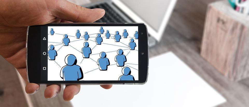 Teknologi smartphone terhadap perilaku manusia