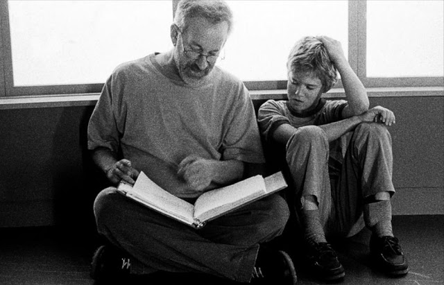 Steven Spielberg and Haley Joel Osment check the script