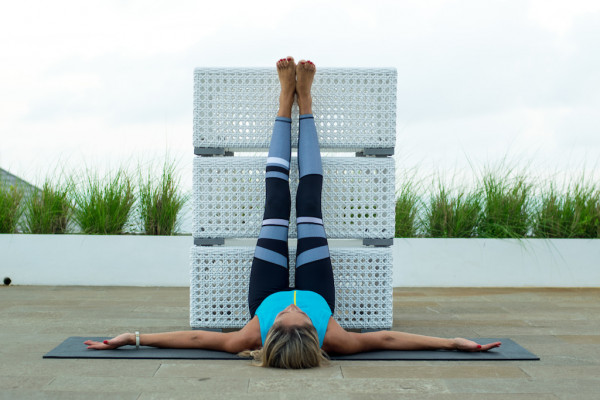 tu-the-yoga-gac-chan-len-tuong