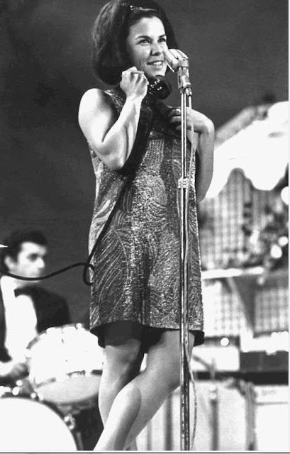 Elis Regina jovem, anos 60