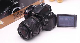 Jual Kamera dslr Nikon D5200   Kondisi Istimewa  spesifikasi :  sc 12rb an  kelengkapan Unit + carger  Lokasi Malang kota bisa cod daerah ijen...   tanpa nawar saya bonus i memory dan tas Kamera...   minat langsung wa saja gan...