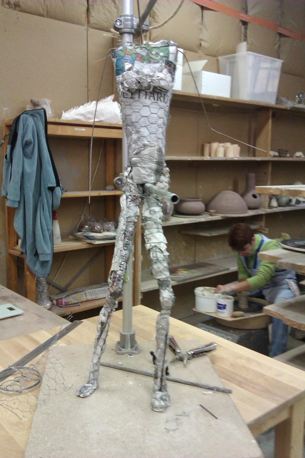 Sculpture Grillage A Poule elément terre: sculpture sur grillage