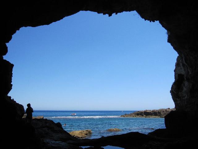 Boca principal de la cova Tallada