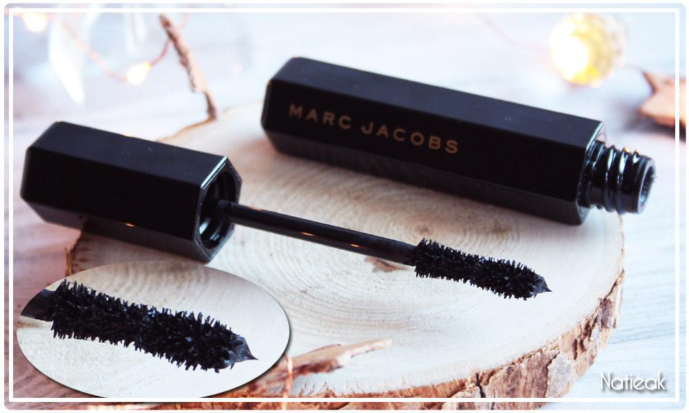 brosse incurvée du  Mascara velvet noir volume Marc Jacobs