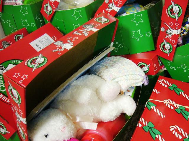 2 to 4 year old girl Operation Christmas Child shoebox
