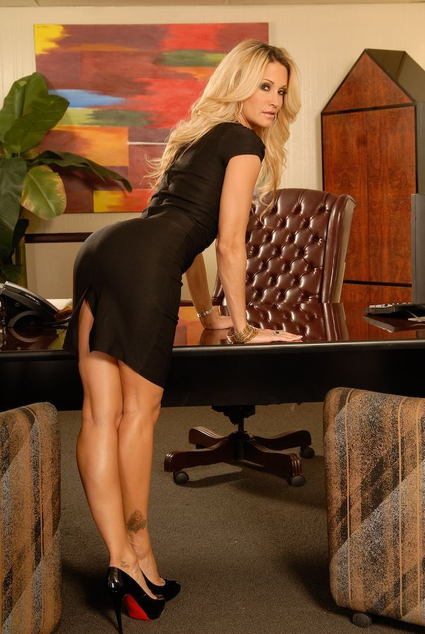 Tight Skirts Page Bottoms Up And Bending Over-9886