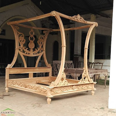 Rococo Canopy Bed with Carvings Safrida