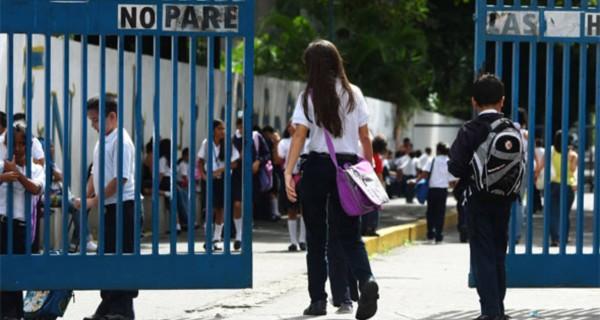 ¡UN PAÍS SIN FUTURO! 10.000 niños abandonaron la escuela entre 2016 y 2017 en Miranda