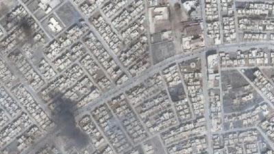 La fotografía satelital muestra daños ocasionados dentro de la localidad de Qaraqosh, (Foto: Stratfor / BBC)