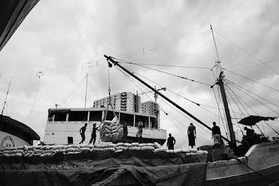 kesibukan di pelabuhan sunda kelapa