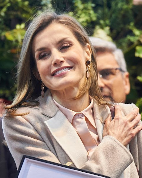 Queen Letizia wore Uterque nappa ankle boots, Queen Letizia Style Adolfo Dominguez Shoulder Bag